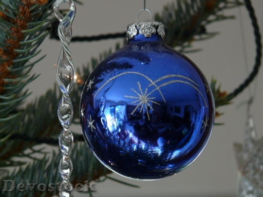 Devostock Glass Ball Christmas Ornamnt 2 4K