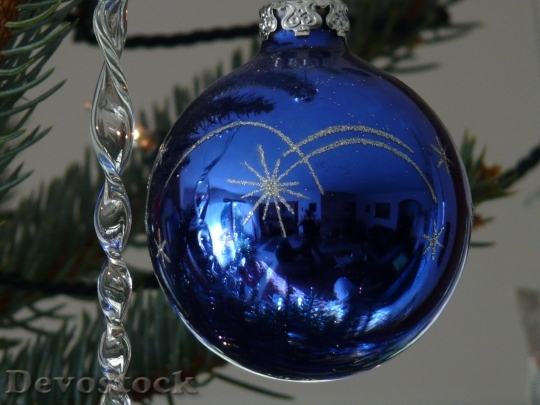Devostock Glass Ball Christmas Ornamnt 5 4K