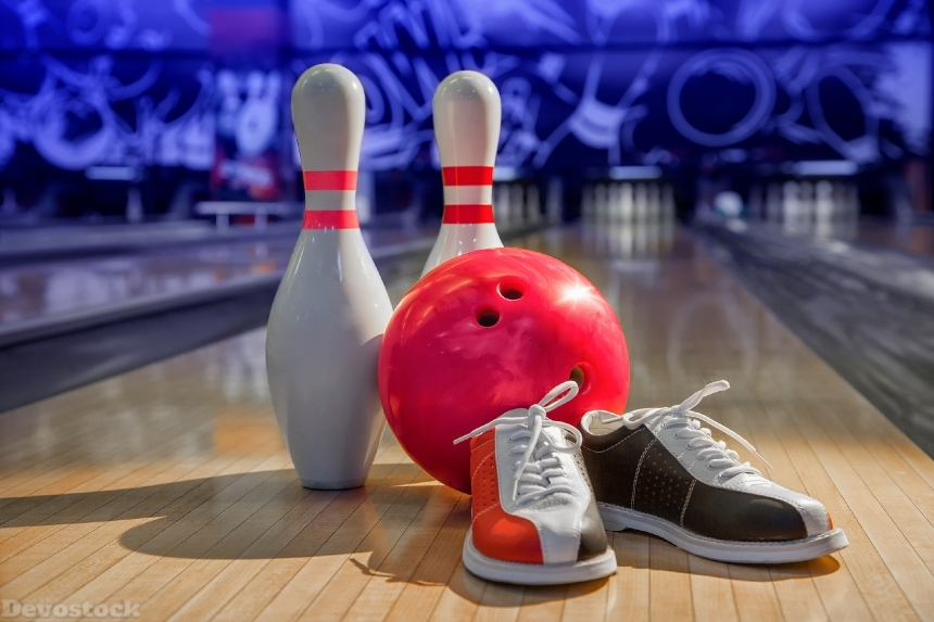 Devostock bowling shoes, bowling pins and ball for play in bowling