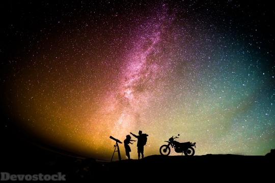 Devostock Couple Motorcylist Telescope Aurora Sky 5s 4K