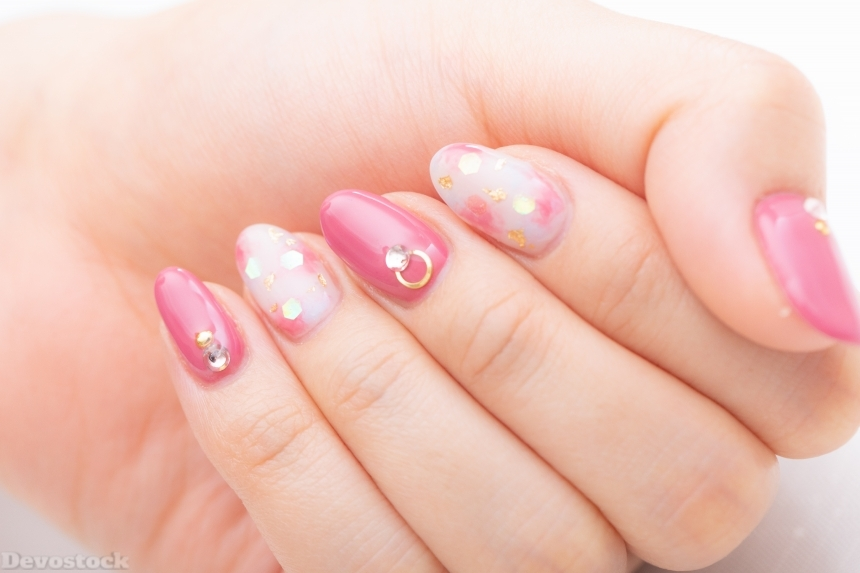 Devostock Girl hand Fingers Nail Arts Pink Color 4k