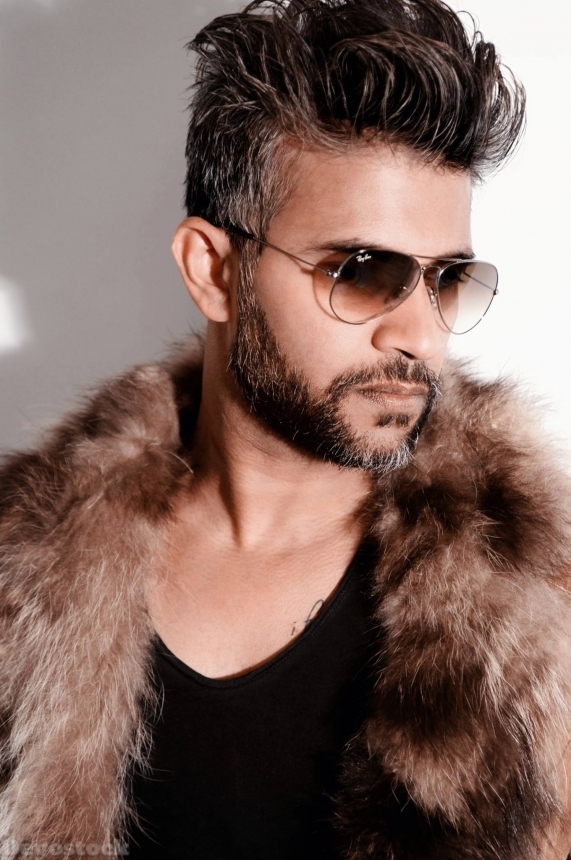 Devostock Handsome Man Beard Fur Jacket Sunglasses Good Looking 4k